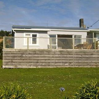 Rowan's Retreat (Bachcare) Wairahi Road, Langs Beach, Waipu: From $150.00 per night