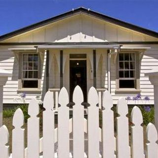Railway Cottage (Bachcare) Railway Row, Ohakune: From $125.00 per night