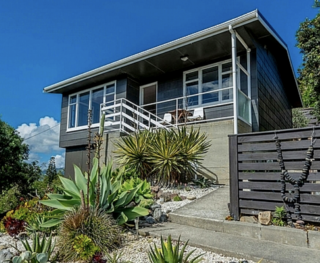Seaside House, Tutere Street, Waikanae Beach (Bachcare) From $160-$315 per night