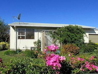 Hannah's Bay Bach (Bachcare) Hannah Road, Lake Rotorua: From $120.00 per night- 2 night minimum stay