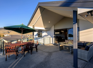 Modern Mountain Views, Missy Crescent, Cromwell (Bachcare) From $250-$355 per night