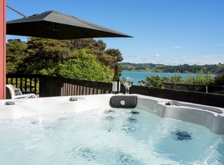 Moonlight Bay Magic, Greenslade Road, Raglan (Bachcare) From $240-$520 per night