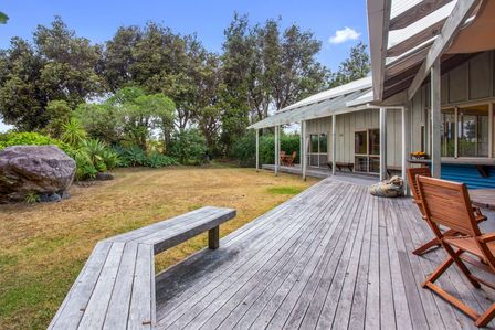 Secret on Sea Crest, Sea Crest Place, Waihi Beach (Bachcare)