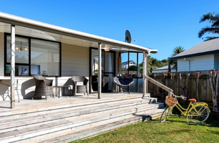 Central Beach Bach (Bachcare) Hereford Place, Waihi Beach: From $190.00 - $300.00 per night