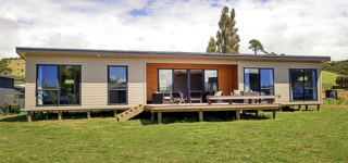 Opera Oasis, Opera Place, Whangapou (Bachcare) From $225-$465 per night