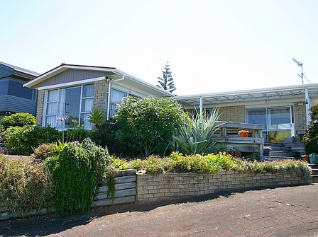 Twin Views (Bachcare) The Crescent, Waihi Beach: From $140.00 - $265.00 per night - 2 night minimum stay