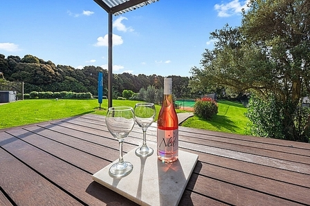 Courtside Quarters, Edward Street, Waihi Beach (Bachcare) From $175-$400 per night