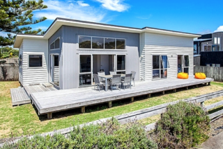 Beach Retreat, Ocean Road, Ohope Beach, Whakatane (Bachcare)