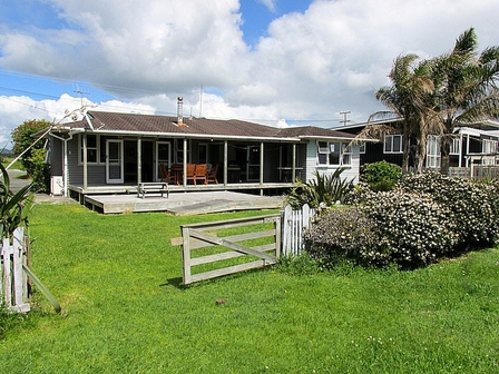 Manaia View Bach Marsden Bay Drive, One Tree Point, Bream Bay (Bachcare) : 2 night minimum stay