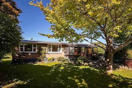 Copper Trout Cottage,  Quill Street, Te Anau, Fiordland (Bachcare)