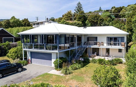 The Bellbird's Nest, Bellbird Lane, Akaroa, Banks Peninsula (Bachcare) From $150-$330 per night
