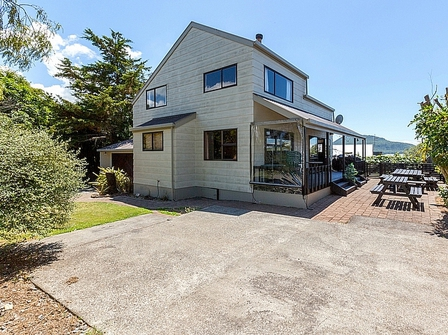 Kaimanawa Cottage (Bachcare) Kaimanawa Road, Omari,  Lake Taupo:  2 night minimum stay