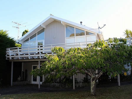 Kotuhi, Hona Street, Waikanae Beach (Bachcare) From $175.00 - $265.00 per night: 2 night minimum stay