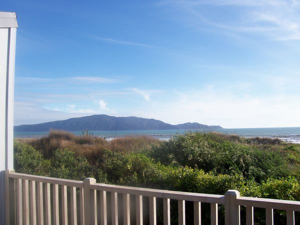 Olde Beach Pearl (Bachcare) Tutere Street, Waikanae Beach - From  $160.00 per night