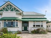 Leica Stay and Walnut Flat, Kennedy Road, Napier (Bachcare)  From $155-$305 per night