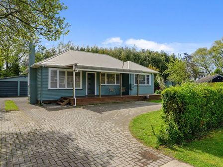 Streamside Cottage, Waiwhero Street, Rotorua City (Bachcare) 1430 From $175-$340 per night