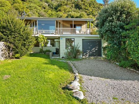 Collingwood Beach House, Beach Road, Collingwood (Bachcare)