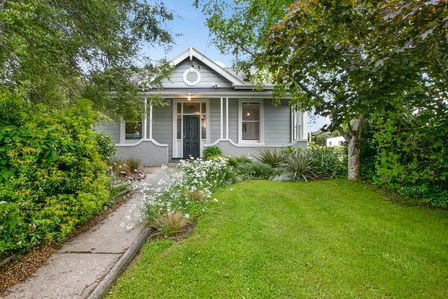 Maple Cottage, Carnarvon Street, Dunedin (Bachcare)