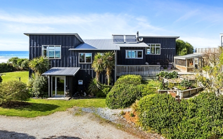 Cloud 9 Retreat (Bachcare) Seaforth Street, Karitane, Dunedin: From $695.00-$995.00 per night
