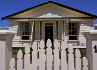 Railway Cottage, Railway Row, Ohakune (Bachcare) From 135.00 - $285.00 per night