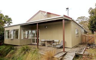 Buckleigh,Goldfinch Street, Ohakune (Bachcare) From $175.00-$355 per night